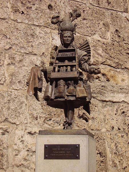 грас статуя парфюмера